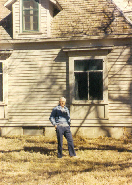 Kenneth Bingen in front of the John W. Bingen homestead