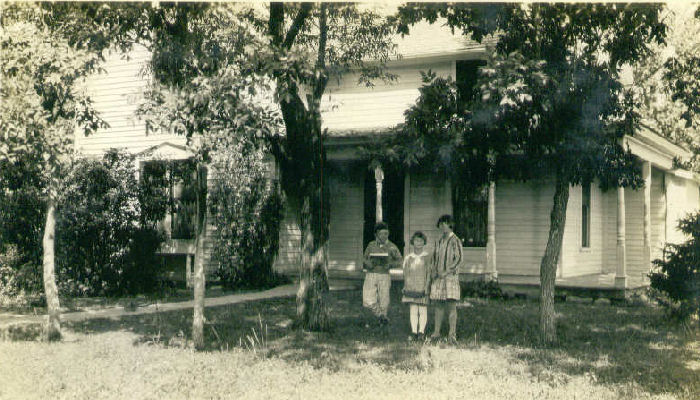 Ken, Dorothy and Pearl Bingen in front of the John W. Bingen homestead in Groton, South Dakota