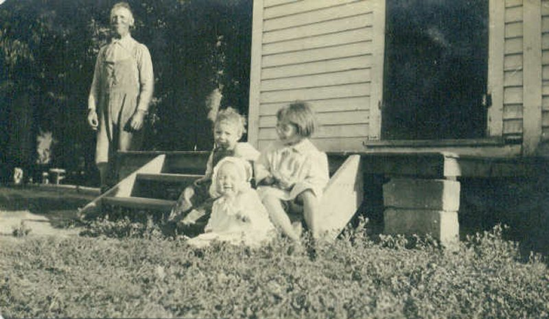 John William Bingen with children, Ken, Dorothy, and Pearl. Taken in 1923 on the farm in Groton, SD.